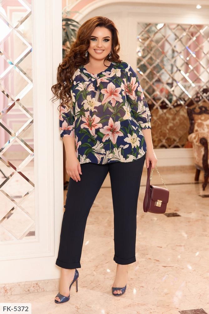 Костюм блуза с цветочным принтом + брюки FK-5371 темносиний